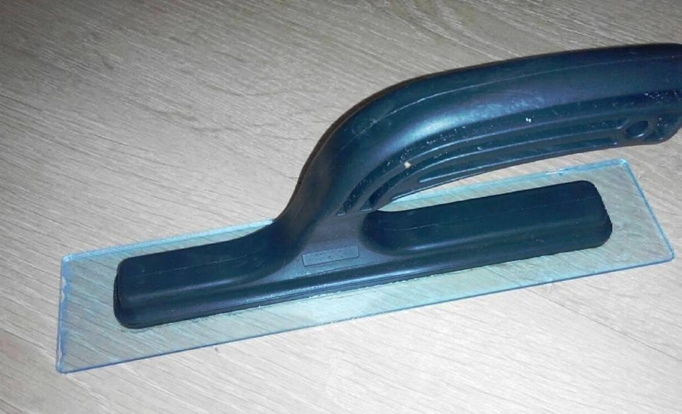 Инструмент для нанесения жидких обоев узкий